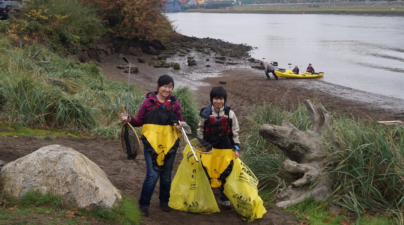 Kayak volunteers at Duwamish Alive!, a biannual event on the Duwamish River that receives funding from the Puget Sound Stewardship and Mitigation Fund.